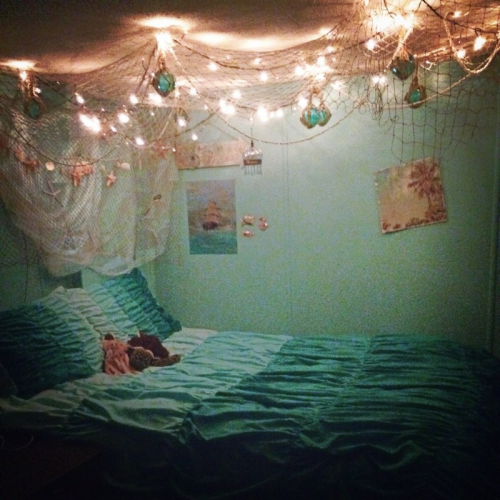 netting and lights above bed