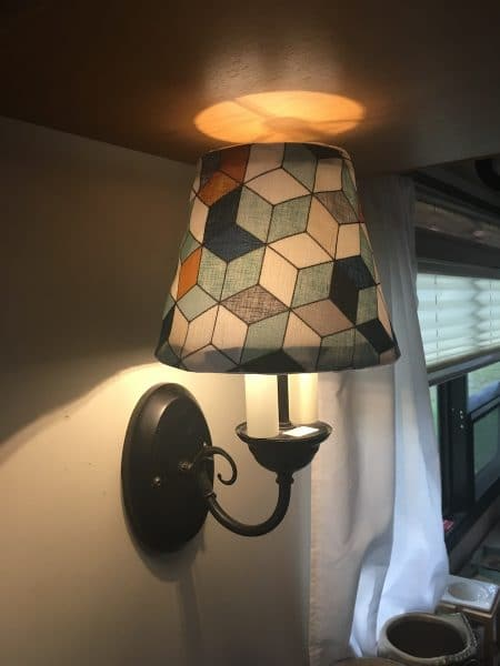 An alternate lampshade