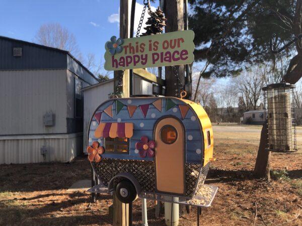Vintate trailer bird feeder